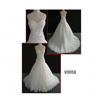 V0058 elegant sweetheart neckine lace wedding gown